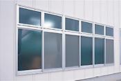 段窓付きサッシ